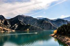 Lago Tianchi LakeHeaven s em Xinjiang, China Foto de Stock Royalty Free