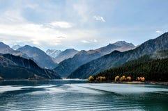 Lago Tianchi LakeHeaven s em Xinjiang, China Fotografia de Stock