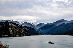 Lago Tianchi LakeHeaven s em Xinjiang, China Fotos de Stock