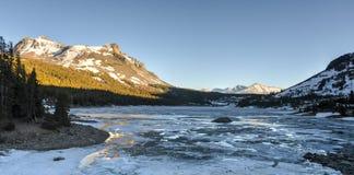 Lago Tioga al tramonto, parco nazionale di Yosemite Fotografie Stock
