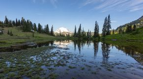 Lago Tipsoo por la mañana Imagenes de archivo