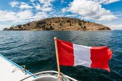 Lago Titicaca da ilha de Taquile no Peru peruano de Andes Puno imagem de stock