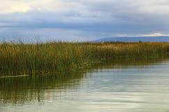 Lago Titicaca no Peru do por do sol, Ámérica do Sul fotografia de stock royalty free