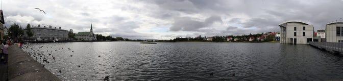 Lago Tjörnin em ReykjavÃk, Islândia imagens de stock royalty free