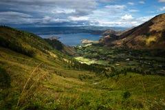 Lago Toba in Indonesia, più grande lago vulcanico nel mondo fotografie stock