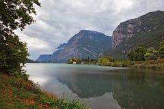 Lago Toblino in Italia del Nord Fotografia Stock Libera da Diritti
