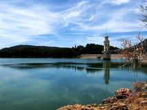 Lago, torre y chapitel Fotografía de archivo