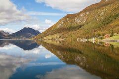 Lago Totak en verano Imagen de archivo libre de regalías