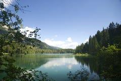 Lago Tovel en Italia Fotos de archivo