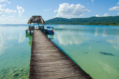 Lago tranquilo Peten en Guatemala Imagen de archivo libre de regalías