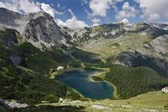 Lago Trnovacko, montañas de Maglic Imagen de archivo libre de regalías