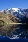 Lago Truebsee cerca del glaciar Titlis fotografía de archivo