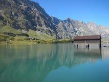Lago Truebsee sobre Engelberg imagen de archivo libre de regalías