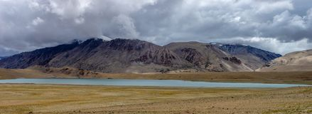Lago tso di Kyagar di estate con il fondo delle montagne di Leh Ladakh, il Jammu e Kashmir, India fotografia stock libera da diritti