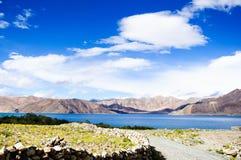Lago tso di Pangong, Ladakh, il Jammu e Kashmir, India Immagine Stock