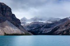 Lago Turquesa-colorido bow no parque nacional de Banff Imagens de Stock Royalty Free