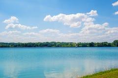 Lago turquoise Fotos de archivo libres de regalías