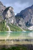 Lago in un giorno nuvoloso, dolomia, Italia Braies Fotografie Stock Libere da Diritti