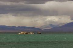 Lago Uureg da montanha na beira de Mongólia Fotografia de Stock Royalty Free