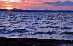 Lago Uwildy en Urales meridionales en verano Fotografía de archivo