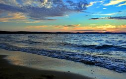 Lago Uwildy en Urales meridionales en verano Imagen de archivo