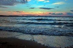 Lago Uwildy en Urales meridionales en verano Foto de archivo libre de regalías