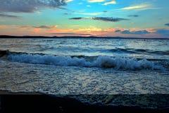 Lago Uwildy en Urales meridionales en verano Fotos de archivo