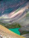 Lago verde de la alta montaña Imagen de archivo