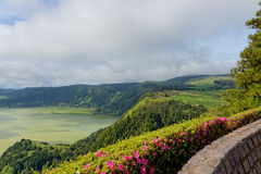 Lago verde del sao Miguel, las islas de Azores, Portugal de los furnas Fotos de archivo libres de regalías