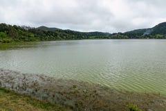 Lago verde del sao Miguel, las islas de Azores, Portugal de los furnas Imagenes de archivo