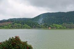Lago verde del sao Miguel, las islas de Azores, Portugal de los furnas Fotografía de archivo libre de regalías