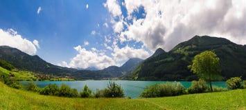 Lago verde e blu mountain Immagini Stock