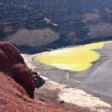 Lago Verde, kształtująca zielona laguna przy El Golfo w Lanzarote Obraz Royalty Free