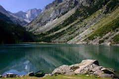 Lago verde in montagne dei Pyrenees Fotografia Stock Libera da Diritti