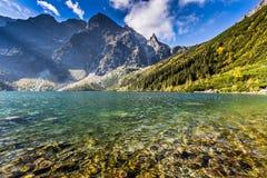 Lago verde Morskie Oko da montanha da água, montanhas de Tatra, Polônia fotografia de stock royalty free