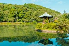 Lago verde smeraldo maestoso della montagna Immagini Stock Libere da Diritti