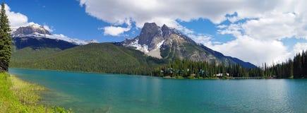 Lago verde smeraldo nella sosta nazionale di Yoho Fotografia Stock Libera da Diritti
