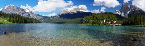 Lago verde smeraldo nella sosta nazionale di Yoho Fotografie Stock Libere da Diritti