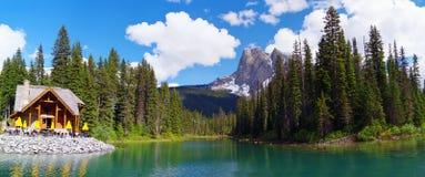 Lago verde smeraldo nella sosta nazionale di Yoho Immagini Stock Libere da Diritti
