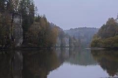 Lago Vezak no paraíso de Boêmia Fotografia de Stock Royalty Free