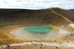 Lago vicino al cratere di Viti, a nord dell'Islanda Fotografia Stock