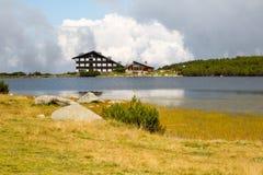 Lago vicino alla stazione dello sci di Bezbog Fotografia Stock