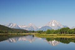 Lago vicino alle grandi montagne di Teton Immagine Stock Libera da Diritti