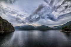 Lago Vidraru, Rumania imagenes de archivo