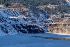Lago viejo de la mina en día de invierno Imagenes de archivo