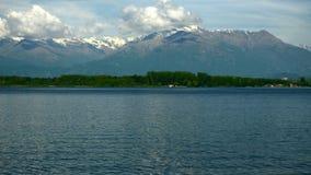 Lago Viverone e le alpi Piemonte - in Italia video d archivio