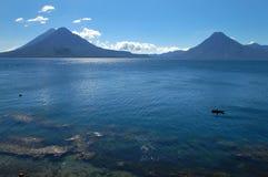 Lago volcánico Atitlan en Guatemala Fotos de archivo libres de regalías