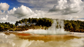 Lago vulcânico, Rotorua, Nova Zelândia fotos de stock