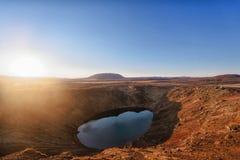 Lago vulcanico del cratere di Kerid Immagine Stock