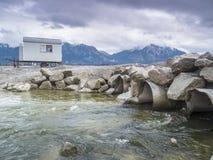 Lago vuoto Forggen con i tubi e l'acqua corrente Fotografie Stock Libere da Diritti